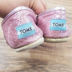 Toms Shoes - Tom's slip on shoes size 6.5